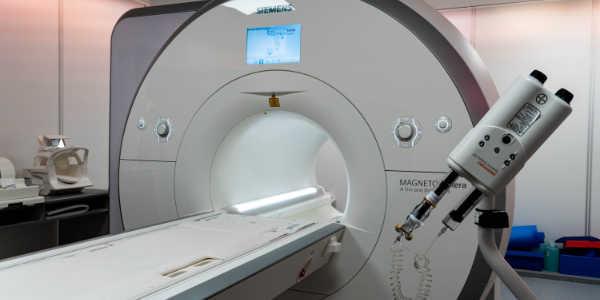 Photographie d'un appareil de IRM