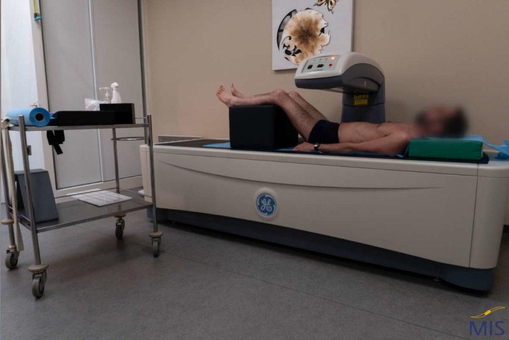 Examen d'ostéodensitométrie au centre Geneslay Pontlieue
