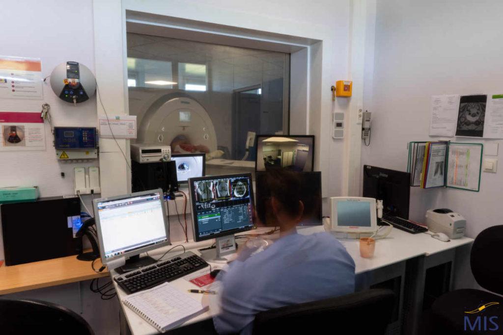 Console d'un appareil d'Imagerie par Résonance Magnétique du PSSL